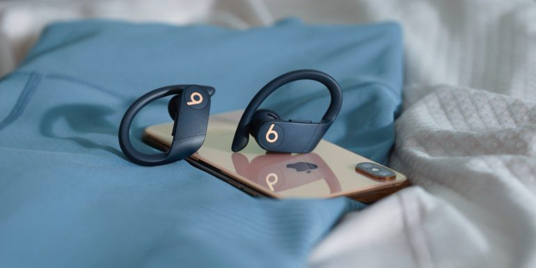 Black PowerBeats Pro
